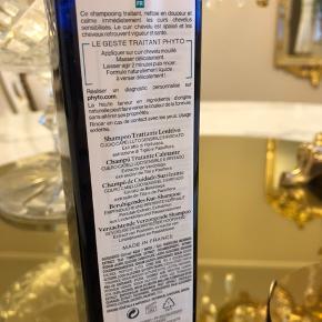 Phyto shampo mod irriteret og sensativ hovedebund , læs evt om deres produkter ved at Google navnet. Brugt en gang , da jeg har fået recept på medicinske produkter i stedet. 🍃