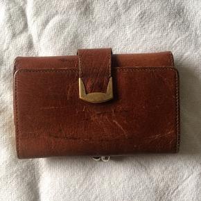 Flawless pure leather vintage wallet.😊
