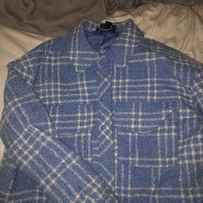 Hej sælger denne jakke fra monki, sælges da den ikke bliver brugt