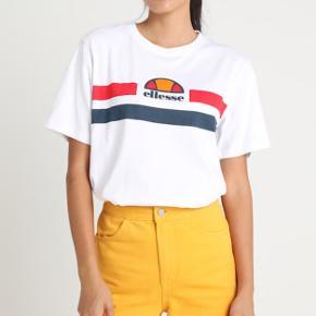 Helt ny Ellesse Lattea T-shirt i optic white. Str. 10/38, svarer til S/M. Har stadig prismærke i.  Nypris: 299,-