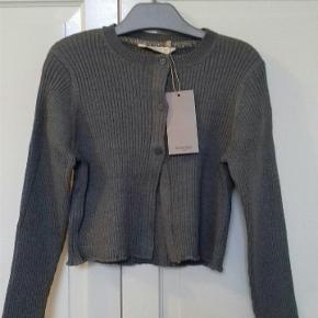 Bluse fra Mango Kids str. 128, Ny med mærke sælges for 80 kr kan hentes på min adresse i Nibe eller sendes på købers regning