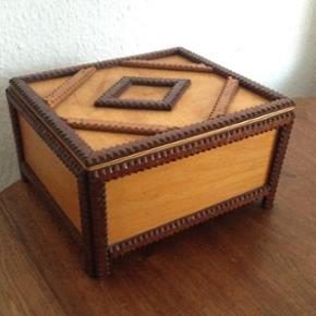 Tramp art box.  32 x 19 x 12 cm.