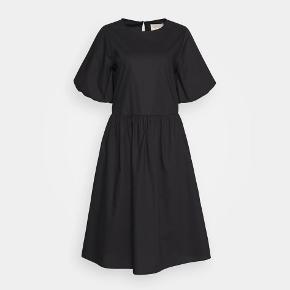 Esmé Studios kjole