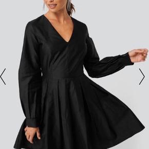 Sælger denne fine kjole fra na-kd Størrelse XS. Aldrig brugt, kun vasket  Fast pris uden fragt