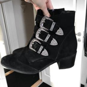 Sælger disse fede støvler i en str 38!