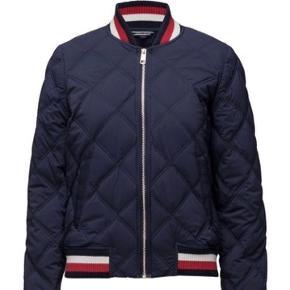 Den flotteste jakke med for. Dejlig varm. Er en alm str 42. Alt for flot til at hænge i skabet. Nypris 2000 kr