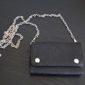 Sælger denne lille smarte mobiltaske. Den er helt NY!