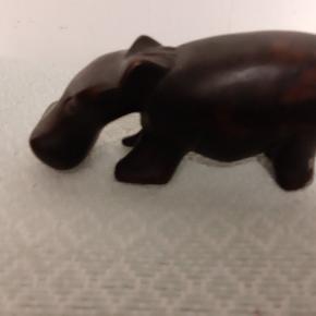 Dyr, håndsnittet, i træ fra Afrika, elefant, flodhest  tiger og næsehorn
