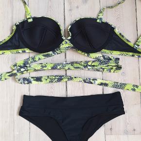 Flot ny bikini  Toppen er fra Asos str 70E, der er langt binde bånd som bindes om kroppen som ønskes Trussen er en sort højtaljet g-strengs trusse, str 38  Bikinien er ikke brugt den sælges for 140kr eller 176kr inkl fragt med DAO