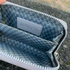 Beige lille læderpung fra Aura 🤩  Nypris: 200 kroner
