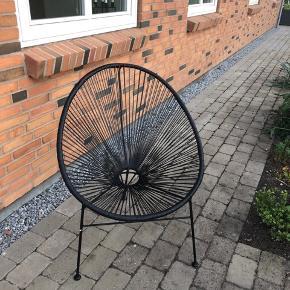 Super fin stol. Kan enten bruge indenfor eller ude på terrassen/altanen, som havestol. Er som ny.  Nypris 699kr.