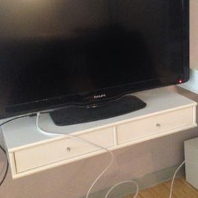2 Misteral tv bord med to skuffer  Brugt men er i en meget god stand næsten som ny.  Nogen få brugs mærker som betyder ikke noget da de ikke kan ses  B 90 L 14 D32  1000 kr par styk  2 for 1800kr