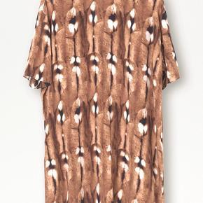 Super smuk tunika fra Malene Birger! Desværre ikke brugt - så derfor skal den videre til en ny ejermand. Bytter ikke !!