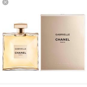 Alt pakket ud og stadig i plombering Chanel parfume. Nypris 1099 kr og prisen er fast til 800 kr.
