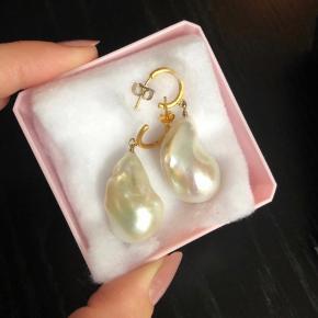 Overvejer at sælge mine Anni lu baroque perleøreringe. Sælges som par.  De sælges ikke mere nogen steder!  Np for begge er 2000.