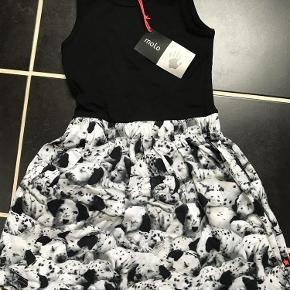 Varetype: Ny kjole Størrelse: 110-116 Farve: Se billede  Ny med mærke  Bytter ikke  Mp 250pp over MobilePay ellers ts gebyr  Sender med dao