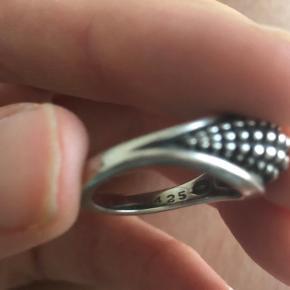 Vintage ring designet af Lene Munthe for Georg Jensen.   Ikke længere i produktion. Ringen svarer til en str. 52