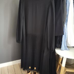 Fin oversized kjole - er mærket med xs/s, men kan også gå som M. ☺️