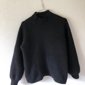 Sælger denne smukke sweater fra FREE/Quint i en størrelse medium. Fitter en S & en XS. ✨✨✨