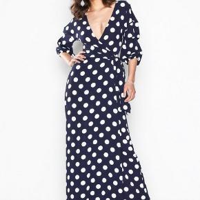 Model: Ballon Sleeve Govn Slåom kjole fra NLY EVE Fitter str. 38 - 42 Bytter ikke !!