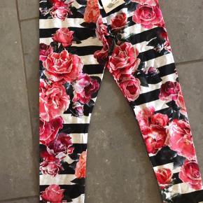 Nye leggings og bluse Sælges kun samlet Str 122 Mp 300