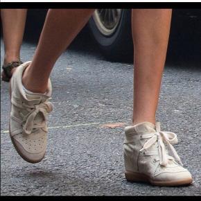 Et par off-White Isabel Marant Bobby sneakers. Næsten ikke brugt, og fremstår derfor næsten som helt nye. Sælges billigt, da de ikke bliver brugt.