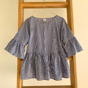 Virkelig sød bluse fra ICHI i str s. Brugt 3-4 gange, og fremstår derfor fejlfri.   #30dayssellout