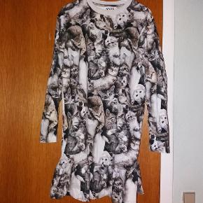Fin kjole med katte