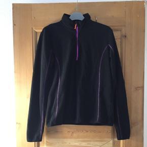 Fin sportsjakke / trøje fra H&M Sport str M Brugt max 10 gange.  Kom med et bud - mængderabat gives ved køb af flere af mine annoncer