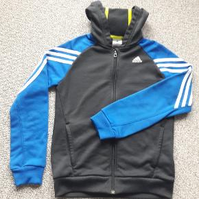 Adidas trøje str 140 Brugt men pæn Fra røgfrit og dyrefrit hjem