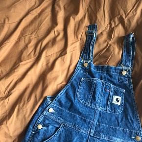 Carhartt WIP Overall, str. XS - men stor i størrelsen. Jeg er normalt small (27-28 i jeans). Virkelig fine...