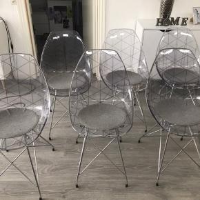 6 flotte spisebordsstole nypris Per stk 1299kr 6 sæde puder nypris Per stk 199kr Samlet mp 2500kr