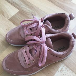 Vanting sneakers