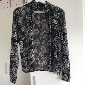 Lettere gennemsigtig tynd skjorte Tages ikke flere billeder  Prisen er fast inkluderet fragt med dao