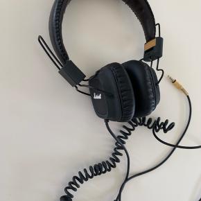 2 stk Marshall hovedtelefoner headset sælges. Fantastisk lyd. Bruges ikke længere, derfor sælges de