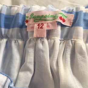 Smuk, smuk ternet bomulds nederdel i hvid og lyseblå fra franske Bonpoint. Først var den for stor og pludselig var den for lille