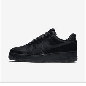 Nike air force 1  sort / Black pony Str 37,5 (23,5 cm)