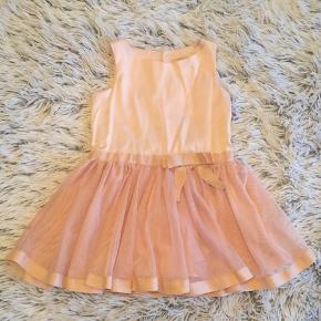 POMPdeLUX kjole i str. 86 Brugt få gange er så fin.   Handel via ts pålægges der ts gebyr på prisen.   Sender gerne hvis du betaler porto.