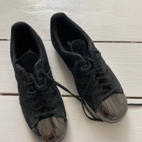 Flotte sneakers fra Adidas, kun brugt få gange 😊