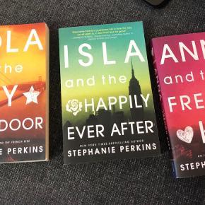 Jeg sælger disse tre bøger af Stephanie Perkins. De er alle på engelsk.  - Lola and the boy next door - Isla and the happily ever after - Anna and the French kiss   Alle tre bøger sælges for 120 samlet, eller for 50 kr. stykket. ☺️
