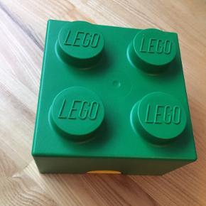 Flot lego madkasse med grønt låg og gul kasse. Brugt en enkelt gang. Fremstår næsten som ny. Fra ikkerygerhjem.