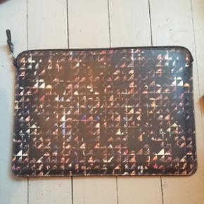 Computer case / cover til en 13 tommer tror jeg 37x26 cm  Sælges da jeg skal rejse