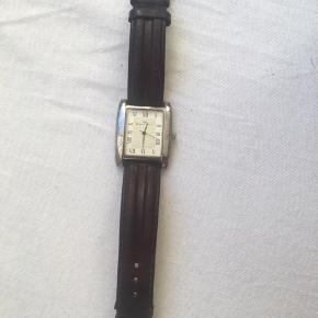 Rigtig fint fransk antique ur af mærket Yonger&Bresson. Det er i hvert fald over 100 år gammelt, og læderen er derfor lidt stiv.  Kom med et bud!😊