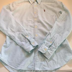 Varetype: Skjorte Størrelse: 8 Farve: Hvid,Mint Oprindelig købspris: 1000 kr.  Helt ny skjorte, svarer ca. til str. XS/S  Bytter ikke og prisen er fast