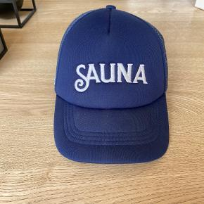 SAUNA Hue & hat