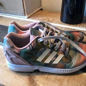 Fine smukke Adidas  zx flux med print af palmer og fine farver   God stand