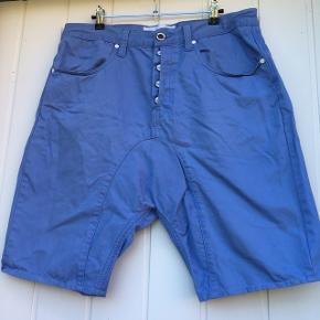 Humör bukser Der stor 36 i dem, og har sat dem under herretøj, da der er knapper hele vejen, men det bestemmer man jo selv.