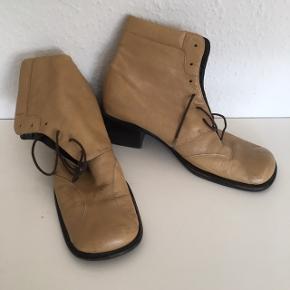 Bubetti Skindstøvle Ankelstøvle Støvle Af ældre dato men rigtig fine og skønne, Kan desværre ikke gå med hæl, så nu sælger jeg dem    Sender gerne
