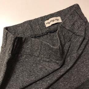 To fine nederdele fra Stig P i samme model sælges. 90% bomuld og 10% Elasthan.