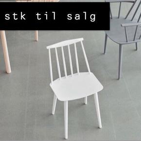 Jeg har to HAY J77 FDB spisebordsstole i hvid til salg. De er helt nye, stadig i indpakning og klar til at blive samlet.  900 kr stykket.  Nyprisen er 1200 kr